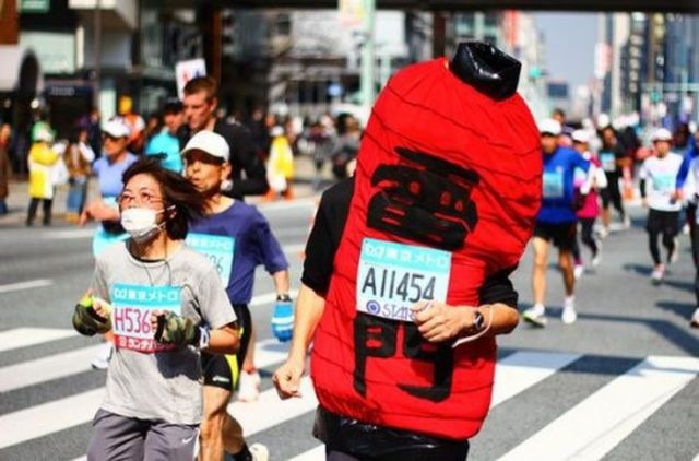 Every city has its marathon…and its crazy marathon runners. Tokyo is no exception. Let's take a closer look at some of the Japanese costume runners!